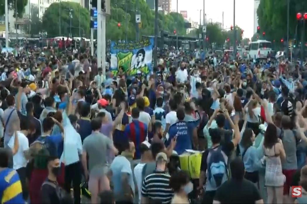 https://regista.gr/wp-content/uploads/2020/11/buenos_eires_maradona.jpg