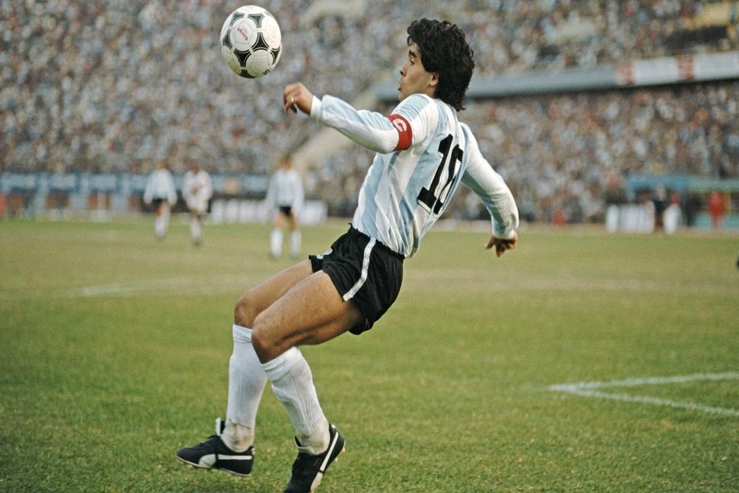 https://regista.gr/wp-content/uploads/2020/11/maradona.jpg