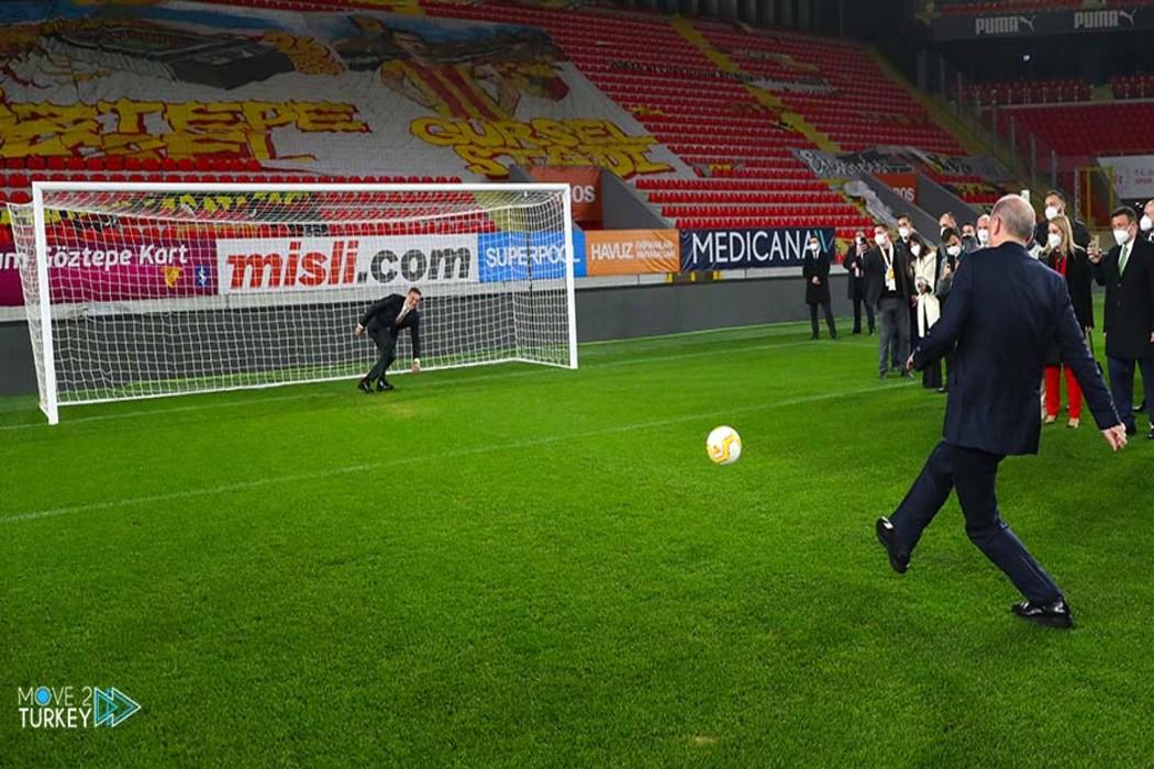 https://regista.gr/wp-content/uploads/2021/02/Pictures-Turkish-President-Erdogan-becomes-a-footballe2-1.jpg