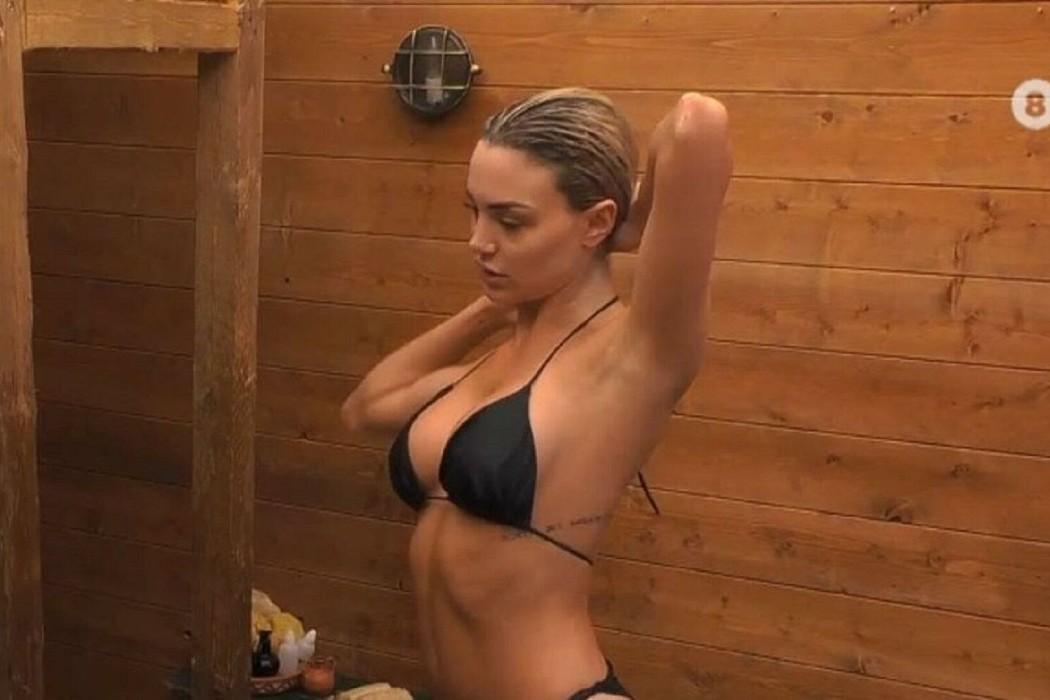 Φάρμα: Η Παναγιώταρου έκανε το πρώτο της μπάνιο και εκτόξευσε τη θερμοκρασία! (vid)